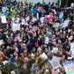 岡田光世「トランプのアメリカ」で暮らす人たち 五番街、警官も支持するベトナム戦争以来のデモ