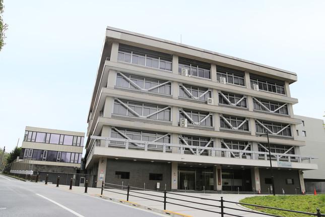 もう50年前とは違う?(写真は日本学生支援機構の市ヶ谷事務所。Wikimedia Commonsより)