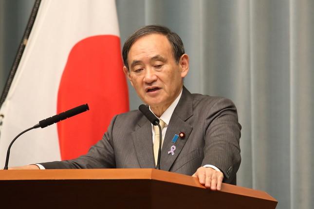 菅義偉官房長官は「20万人」という数字について「全く具体的裏付けのない数字」だと述べた(2016年11月撮影)