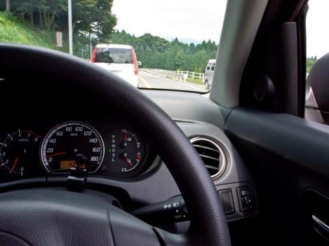 なぜ2年も苦情なく運転席で露出?(写真はイメージ)