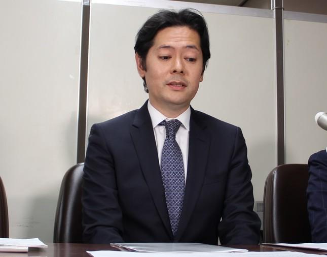 会見に臨んだ高森康雄取締役(20日撮影)