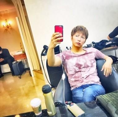 円形脱毛症ゆえ、髪を短くすることを断念したという(GACKTオフィシャルブログ GACKT.com より転載)
