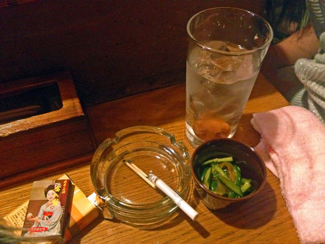 居酒屋でタバコが吸えなくなる?