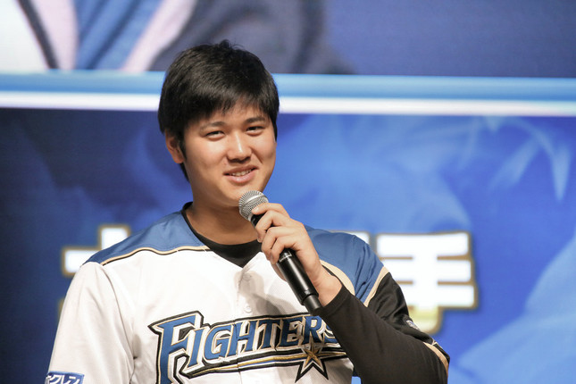 投打の「二刀流」で活躍するプロ野球の大谷翔平選手(2017年1月撮影)