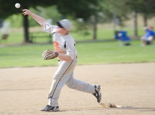 投手はひじを痛めやすい(写真はイメージです)