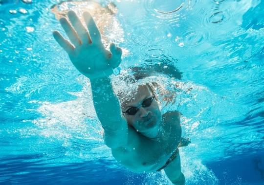 オシッコを覚悟で泳がなくてはならない?