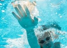 衝撃!プールでオシッコする人多すぎ 毒ガス成分でぜん息になる競泳選手