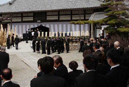 遺族の火葬時間の希望は昼ごろから午後の早いうちが多く集中してしまい、順番で待たされることになってしまう(写真はイメージ)