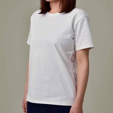 サイズによっては女性が着ることもできる(画像は「透けない白T製作委員会」公式FBより)