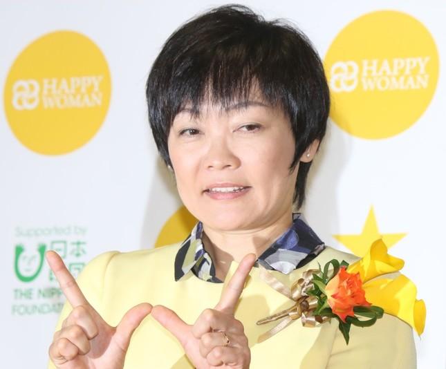 報道陣からの質問に苦笑いする昭恵さん(17年3月8日撮影)