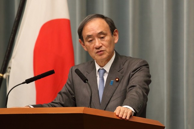 菅義偉官房長官は10万円のやり取りについても「あり得ない」と述べた(2017年3月17日撮影)