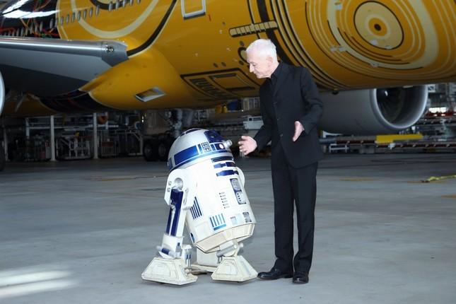 アンソニー・ダニエルズさんと「R2-D2」