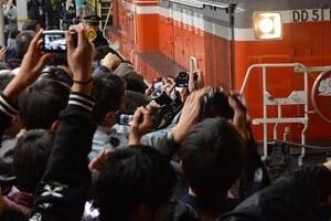 駅員が撮り鉄にブチ切れ マナー無視の「一部始終」動画