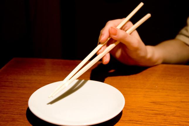 箸の持ち方が注目されている(写真は記事の内容と関係ありません)