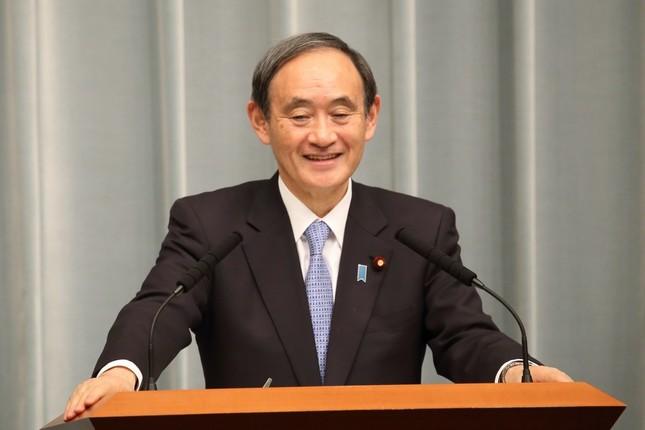 菅義偉官房長官は「民主くん」の質問に「私はまったく興味がないです」と一言。そのまま会見場を後にした