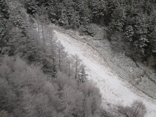 雪崩が起きたら「伏せて」はいけない(写真はイメージ)