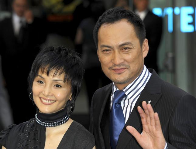 渡辺謙さんと南果歩さん夫妻(C)FAMOUS.uk.com