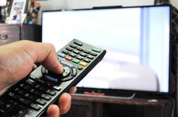 テレビを見ながらの食事はやめよう