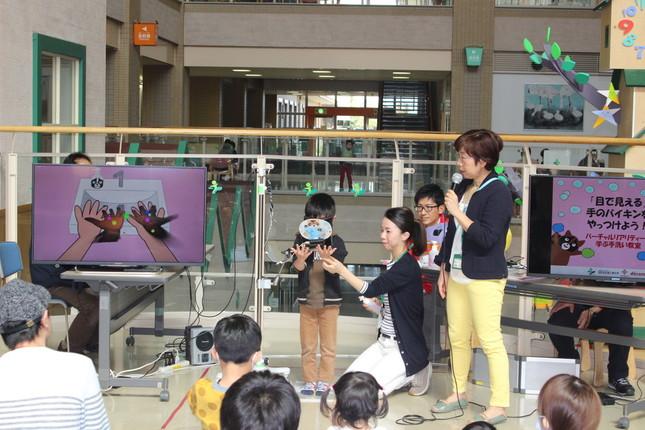 VRでバイ菌が消える手洗いの実験イベント(舟橋健司・名古屋工業大学准教授提供)