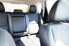 後部座席は運転席より危ない? 死者数が横ばい状態