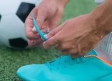 なぜ靴ひもが突然ほどけるか判明  硬く結んでも絶対失敗する仕組み