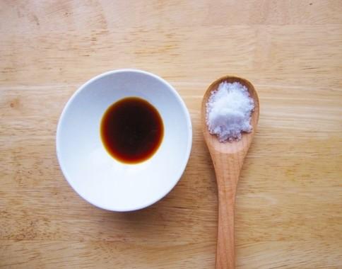 塩分のとりすぎに注意を(塩としょうゆ)