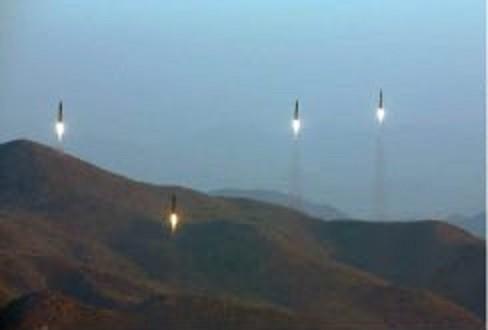 北朝鮮は弾道ミサイル発射は「有事の際、在日米軍を打撃する」部隊が行ったと主張している(写真は労働新聞から)