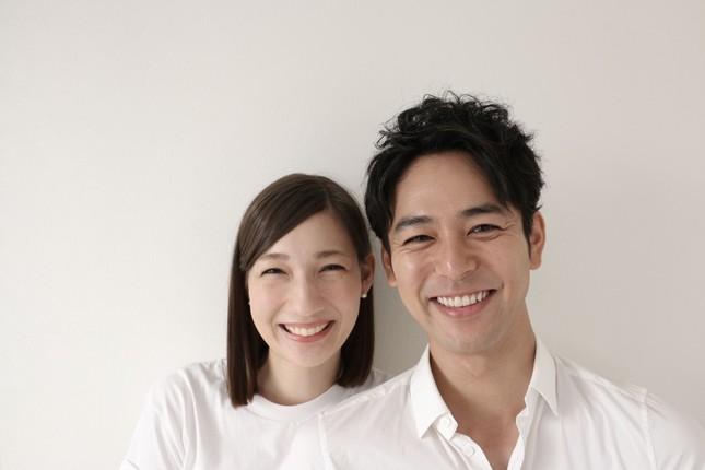 妻夫木聡さんとマイコさん(ホリプロ提供)