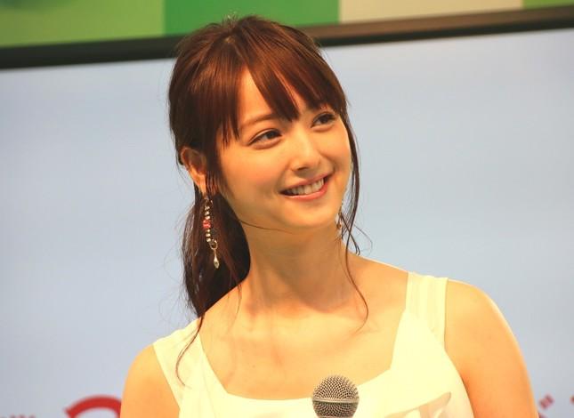 渡部建さんとの結婚を発表した佐々木希さん(写真は2015年8月撮影)