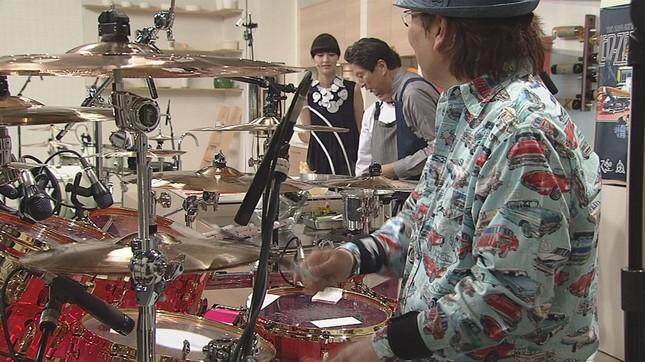 真矢さんのドラムに合わせて…