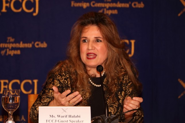 記者会見するシリアのワリフ・ハラビ駐日臨時代理大使