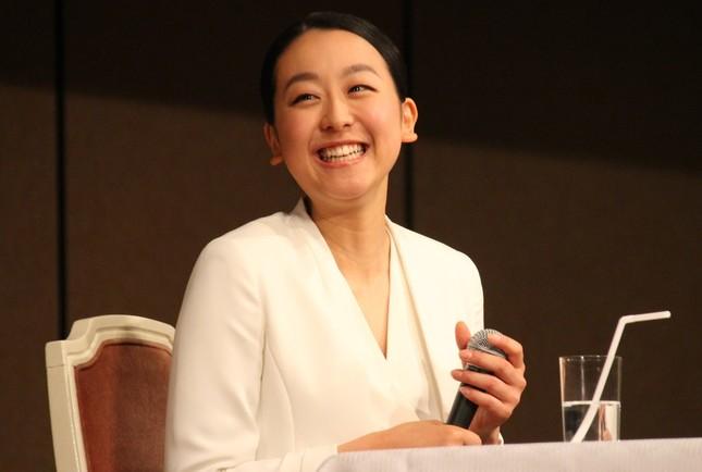 笑顔で引退会見に臨んだ浅田真央