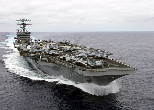 米原子力空母のカールビンソンが朝鮮半島に近い西太平洋に派遣されたことで、米国と北朝鮮の間の緊張がさらに高まっている