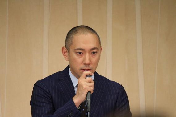 ブログで当日の様子を話した海老蔵さん(2016年6月撮影)