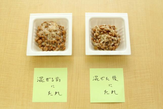 混ぜる前にたれを入れた納豆と、混ぜた後に入れた納豆。「混ぜた後」の方がぐっと固まっている