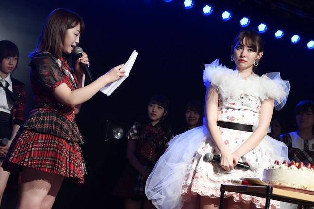 公演では秋元康さんの手紙も読み上げられた (c)AKS