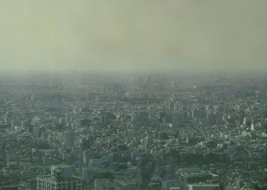 日本でも一部地域で空がかすんだ(写真はイメージ)