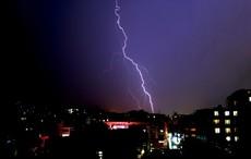 雷雨の日にぜんそくの発作が悪化する謎 死者まで出る恐怖のメカニズムが判明