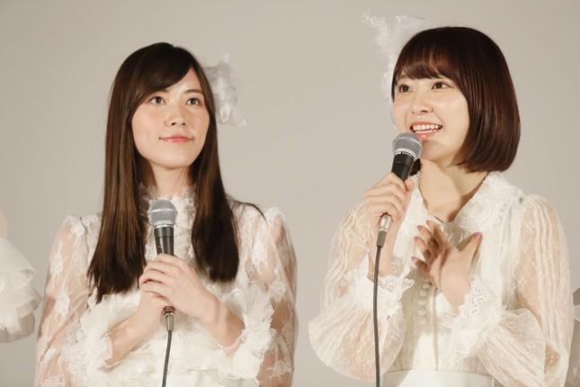新曲は松井珠理奈さん(左)と宮脇咲良さん(右)の「ダブルセンター」だ (c)AKS