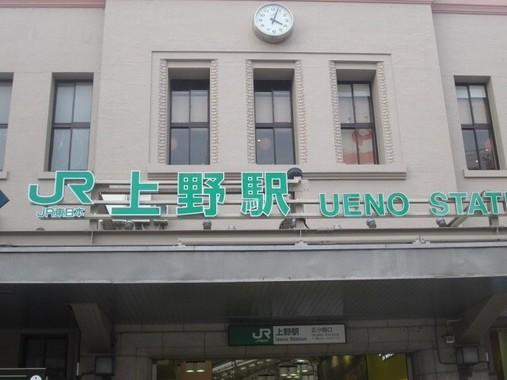 ホームへの入場規制が行われたJR上野駅