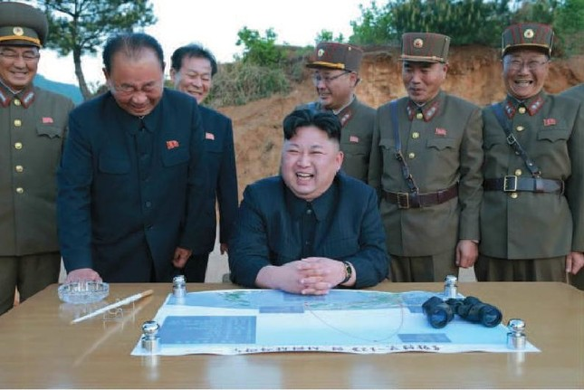 北朝鮮・朝鮮労働党の金正恩委員長は新型ミサイルの発射に立ち会った(写真は労働新聞から)
