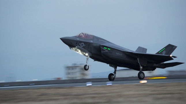 米軍岩国基地に配備されたF35。17年中に16機が配備される予定だ(米海兵隊撮影)