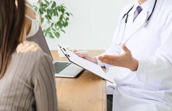 「肩にグッと痛みが」「グーッと、ですか」「いえ、グッと…」
