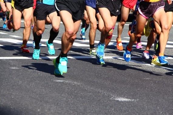 走りすぎはキケン。グラフは「出血性脳卒中のジョギングとウォーキングの発症リスク」(国立がん研究センターの発表資料より)