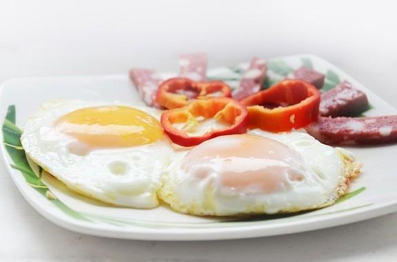 心が狭い人には低炭水化物朝食をおすすめすべき?