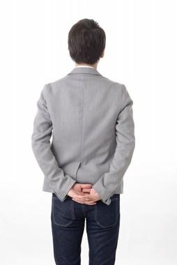 30過ぎの息子の不祥事で、親が活動「自粛」する必要は…?(写真はイメージ)