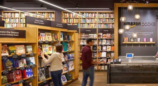 Amazon Booksの店内の様子(写真はアマゾン公式サイトhttps://www.amazon.com/b?node=13270229011より)