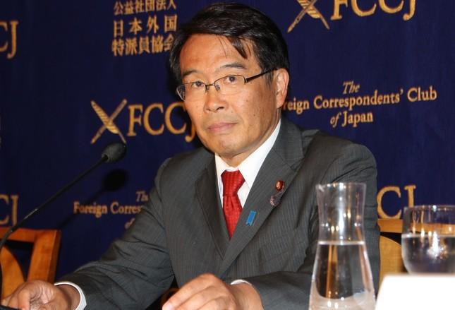 記者会見する松原仁・民進党東京都連会長