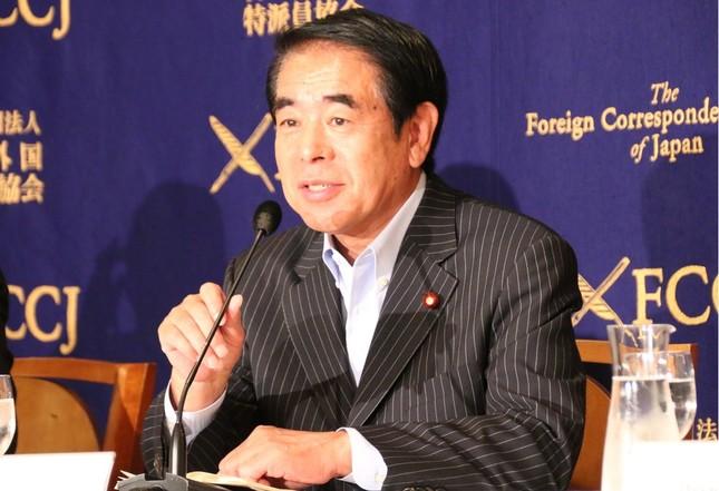 記者会見する下村博文・自民党東京都連会長