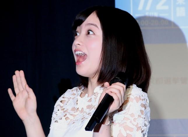 「驚き」の表情づくりに苦戦する橋本環奈さん(2017年6月24日、以下同)